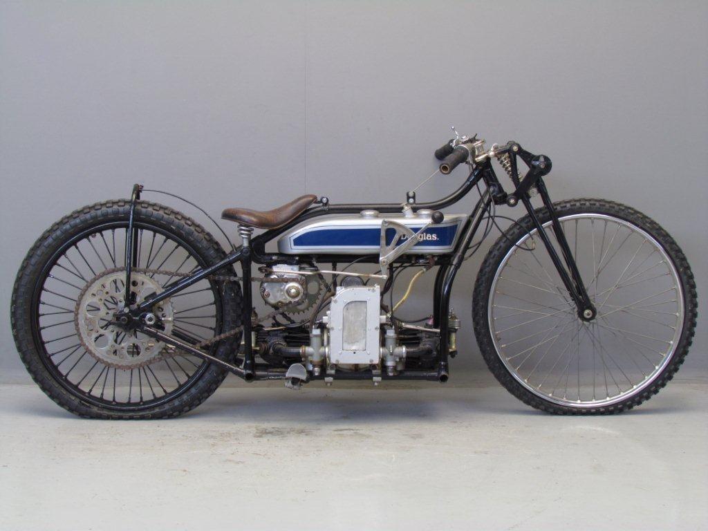 Certains les aiment à l'horizontales ..... les Italiennes ! Douglas-1928-DT5-JP-1