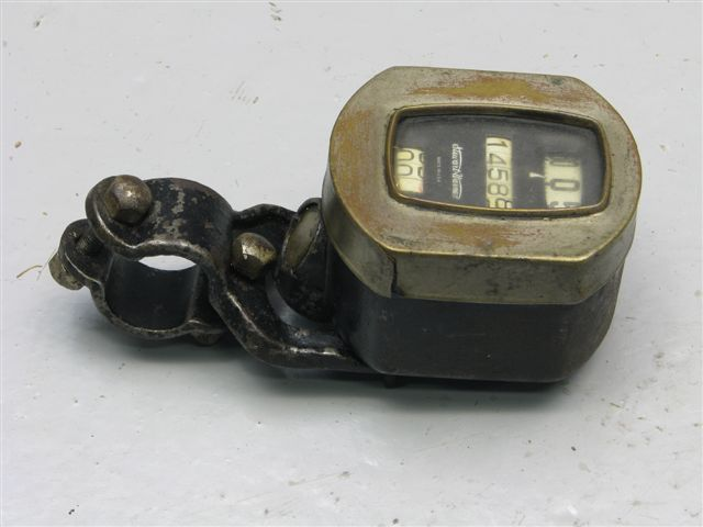 #05 Stewart Warner speedometer