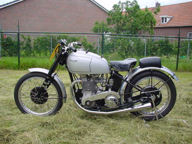 triumph 1952 grand prix 500cc 2 cyl ohv yesterdays. Black Bedroom Furniture Sets. Home Design Ideas